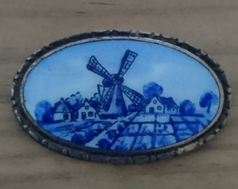 Vintage Dutch souvenir brooch
