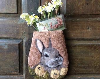 Purl, hanging pocket rug hooking pattern.
