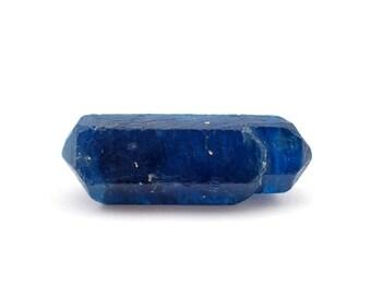 Blue Apatite crystal from Ipira, Bahia, Brazil - 6.9gm / 32mm x 11mm x 9mm (F30421)
