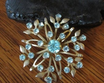 Vintage Ice Blue Rhinestone Brooch, Atomic Flower Brooch, Atomic Mid Century Pin, Floral Brooch, Gold, Retro Jewelry, Light Baby Blue Brooch