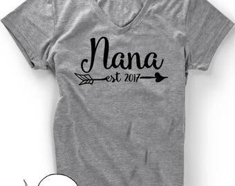 Nana Gift T-Shirt Pregnancy Announcement  T Shirt Tee Grammy Grandmom Grandmother Baby Shower Gift Idea  Mom-MOM Nana Mom 2017 2018