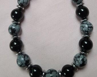 Minimalist grey-black chain