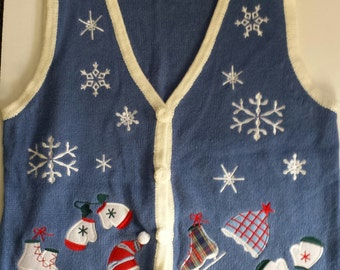 Vintage Women's Christmas SWEATER VEST Size Medium, Wintertime Sweater Vest, V Neck Sweater, Holiday Sweater