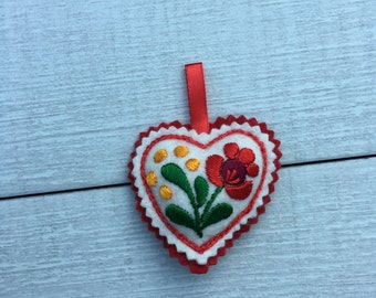 Hand Embroidered Heart (H4)