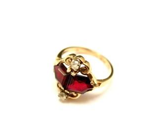 10k Yellow Gold and Garnet Vintage Estate Ring with Gemstone Accents, 10k Garnet Ring, Edwardian Gold Jewelry, Flat Cut Garnet Gemstone