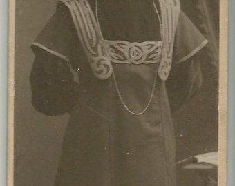 German antique photo artistic dress nouveau woman unusual format fashion glasses Roch