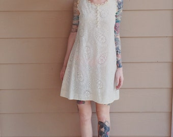 Gorgeous 60's Vintage Off White Lace Floral Paisley Sleeveless Mini Shift Dress // Women's size Small S
