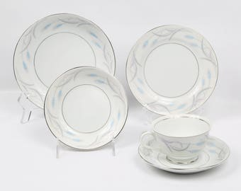 "1940's VALMONT, 20 Pieces, China Japan, ""Royal Wheat"", Porcelain Dinnerware, Excellent Cond. Blue and Purple Wheat on White"