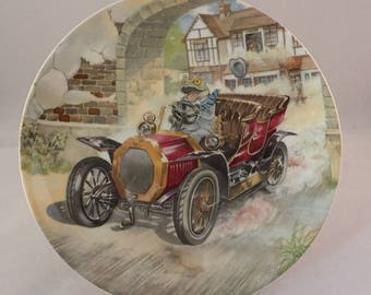 """Wedgwood Wind in the Willows Collectors Plate – Mr Toad """"Toad Car Thief"""" by Eric Kincaid"""
