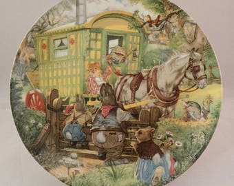 """Wedgwood Wind in the Willows Collectors Plate, """"Gypsy Caravan"""", Toad, Rat, Mole and Rabbit Family by Eric Kincaid"""