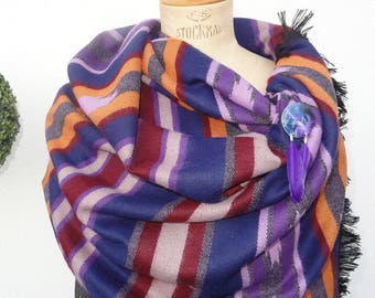 """Big shawl """"The CHEYENNE"""" customized with a brooch mother of Pearl and resin"""