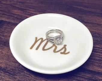 Mrs Ring Dish | Personalized Engagement Ring Dish | Bridal Shower Gift | Ring Holder | Engagement Gift | Engagement Ring Holder | Jewelry Di