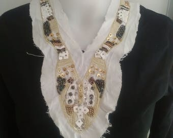 Collar has sewing beaded