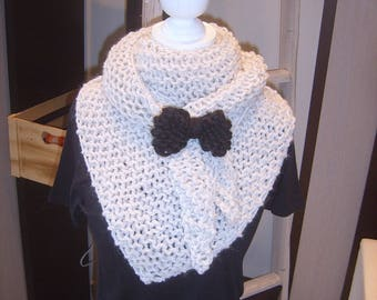 Trendy shawl handmade white off with a knot
