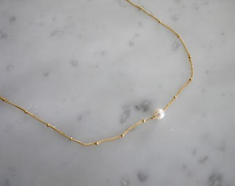 Single pearl and satellite chain necklace