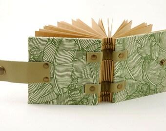 Petit carnet de sac à mains, journal, carnet de wishlist, carnet vert fermeture pression, grimoire, carnet carré, petit carnet de notes