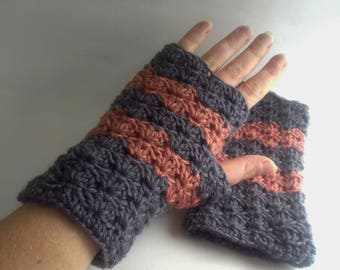 Crochet fingerless gloves: shells. 100% wool