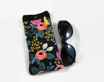 Glasses case in linen and cotton black background and flowers pattern