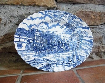 Myott Staffordshire platter, oval dish, Royal mail design in blue and white, English vintage.  Plat anglais Myott bleu et blanc