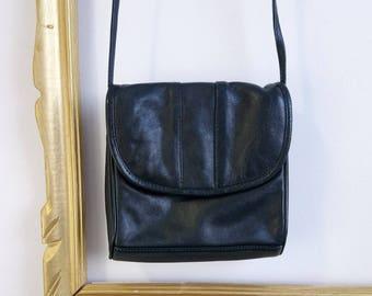 80s Navy leather purse, retro purse, vintage purse, vintage leather Purse with minimalist design