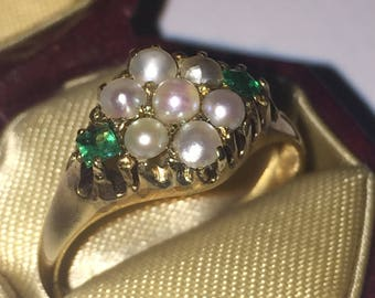 An Antique Seed Pearl and Emerald Ring in 15K Yellow Gold. Birmingham circa 1894.