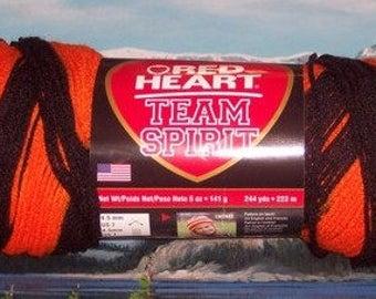 7970972 Red Heart Team Spirit 5 oz Orange / Black
