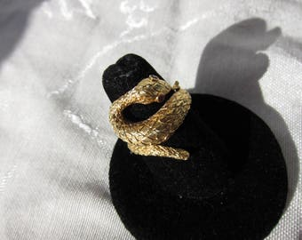 Beautiful Vintage 18 kt. Gold Snake Ring  C.1960