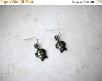 ON SALE Vintage Dainty Silver Tortoise Earrings 72517
