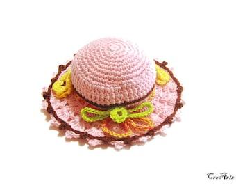Pink and Brown crochet hat pincushion, cappellino puntaspilli rosa e marrone all'uncinetto