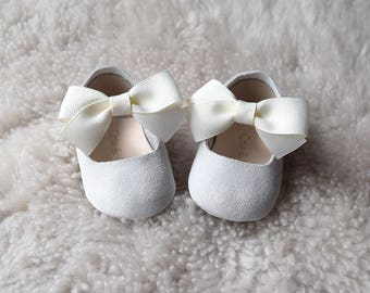White Leather Baby Shoes with Bow, Baby Girl Shoes, Baptism Shoes, Baby Moccasins, Christening Shoes, Baby Shower Gift, Flower Girl Shoes