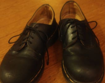 Vintage Doc martens made in London. 3 eyed leather. Size: Women-7... Men- 5.