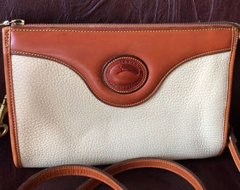FREE SHIPPING//Vintage Dooney and Bourke Top Zipper Crossbody//Bone-Ivory//All Weather Pebbled Leather//Pretty Bag