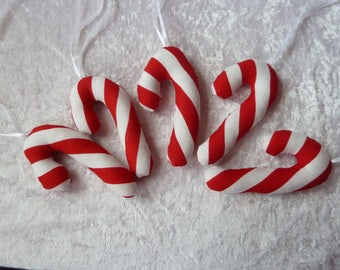 5 candy canes in country house style