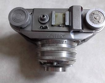 Vintage  Altix Vebur Camera made in Zrak Sarajevo-Yugoslavia  under German license. Not Working-for parts or home decor.