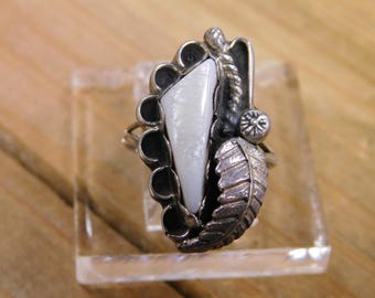 Sterling Silver Ring with Mother of Pearl Stone Size 6.5