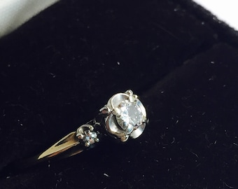 1940s 14k Gold and Triple Diamond Ring