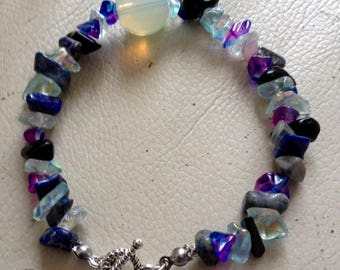 Bracelet gemstones and glass chips beads