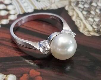 Pearl & Diamond 14K White Gold Ring ( size 5.5 )