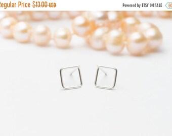 SALE - Square Studs - Geometric Earrings - Square silver stud earrings