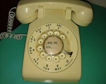 1970s Western Bell beige rotary telephone