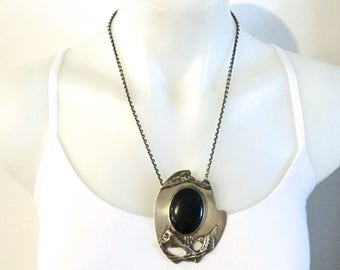 Vintage Art Deco STERLING SILVER NECKLACE decorated with Black Onyx.
