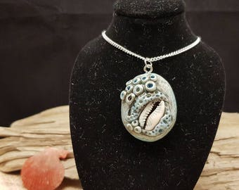 Nautical chain with cowrie