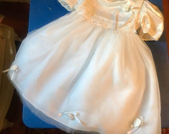 Beautiful white Tulle Flower Girl Dress in a size 4