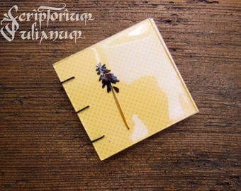 Pocket-size pressed flower blocknote, floral journal, botanical journal, gift for her, muscari, gardener gift, Valentine's day gift, Imbolc