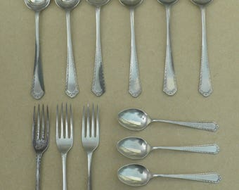 Silver Plated Cutlery - 14 Pieces - Universe Silver Reg - Spoons, Forks & Spreader - Vintage Silverplate
