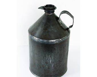 Vintage oil can - vintage oil can with spout and screw on cap- mechanic's oil can - vintage decor // gift for him