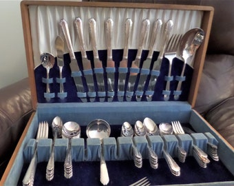 Vintage Silver Plate Flatware Silverware Set by National Silver Co. .... 8 Piece Place Setting .... Service for 8