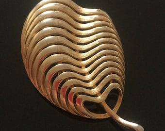 Vintage Gold Brooch, Vintage Jewellery, Vintage Gold Leaf Brooch, Gold Pin, Gifts for Mum, Vintage Jewelry, Leaf Jewellery, Costume Jewelry