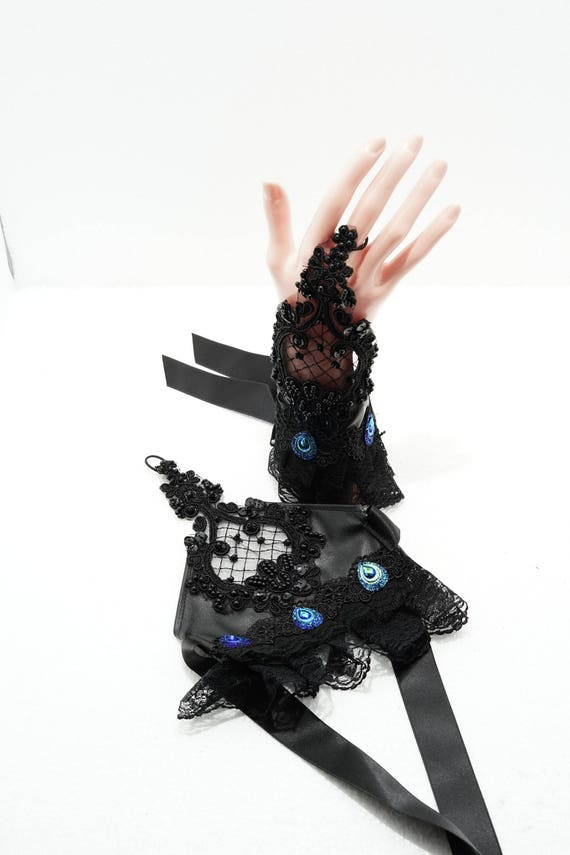fingerless gloves with peacock cabochons and lace / fingerless gloves with lace and turquoise cabochons