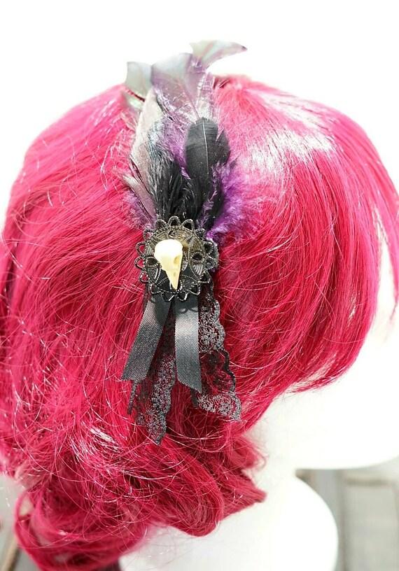 Dark purple & black feathers raven bow hair pin / Pflaumfarbene and black feather hair clip
